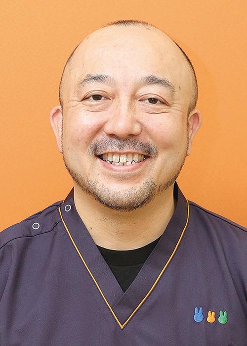 アスキーデンタルクリニック、奈良の歯医者。narakko奈良っこ情報。患者にストレスを感じさせないカウンセリングと治療・予防が信条。虫歯はもちろん、歯周病や入れ歯、ホワイトニング、歯並びなど、あらゆる悩みを丁寧に問診、患者と共に一つひとつ原因を除去し、最良の治療で改善&再発予防に努める。「口の健康と鼻呼吸、歯周病と糖尿病は密接に関係します。口腔機能を保つことで口から健康づくりを」と 田院長。