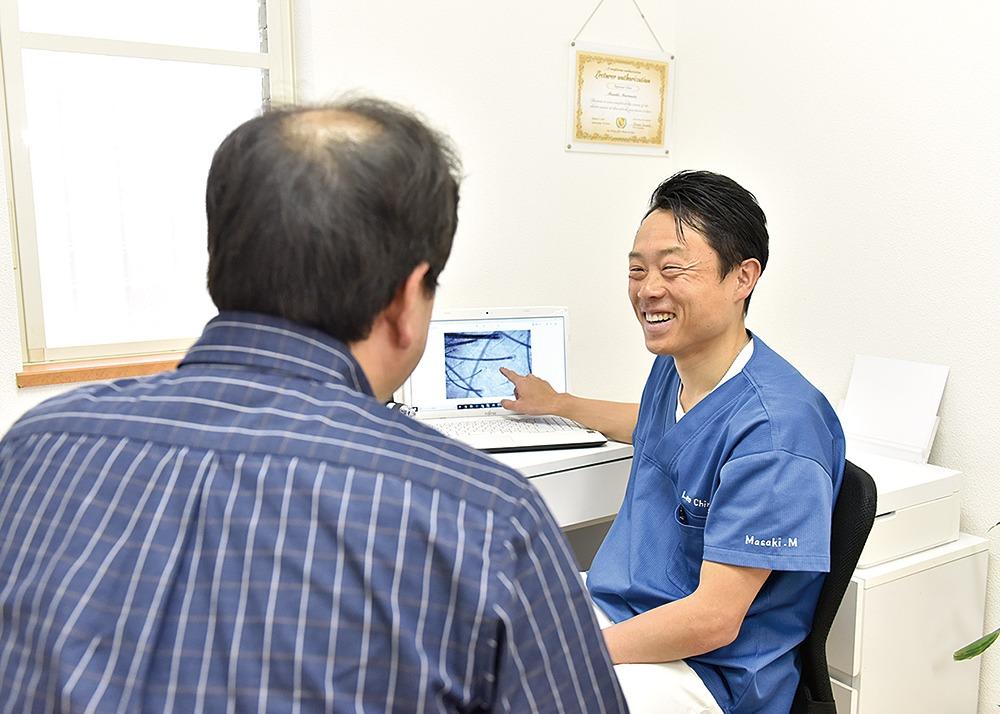 橿原市、かしはら もりもと接骨院。経験豊富な施術院ならではの、幹細胞培養液を使った『発毛プログラム』。自律神経や栄養、生活習慣へのアドバイスで抜け毛や薄毛の原因に根本からアプローチする。6か月以内の発毛満足度は99.8%! まずは発毛診断カウンセリングで悩みを相談して。