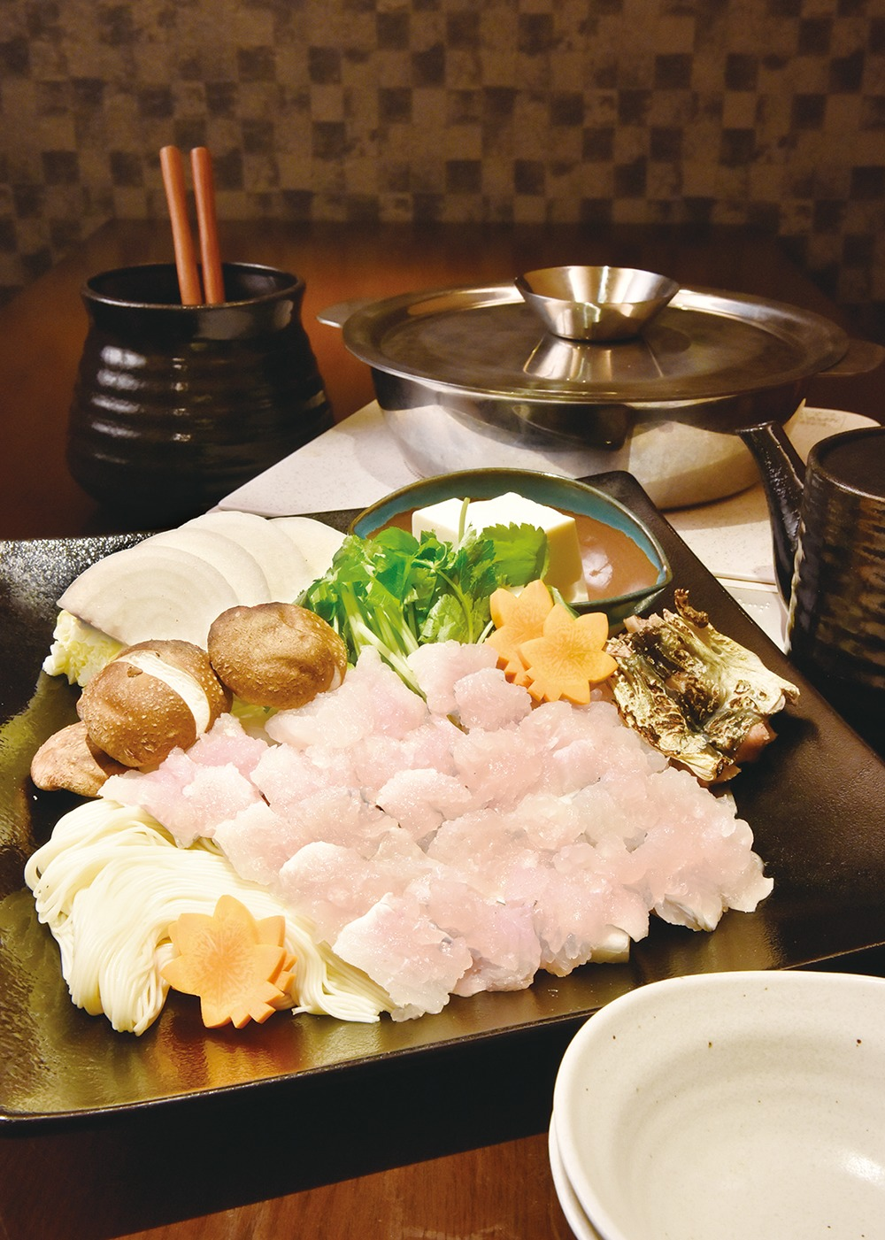 奈良県、奈良市、ハモ料理、夏季限定、国産ハモ、地鶏ちゃんこ,寄せ鍋