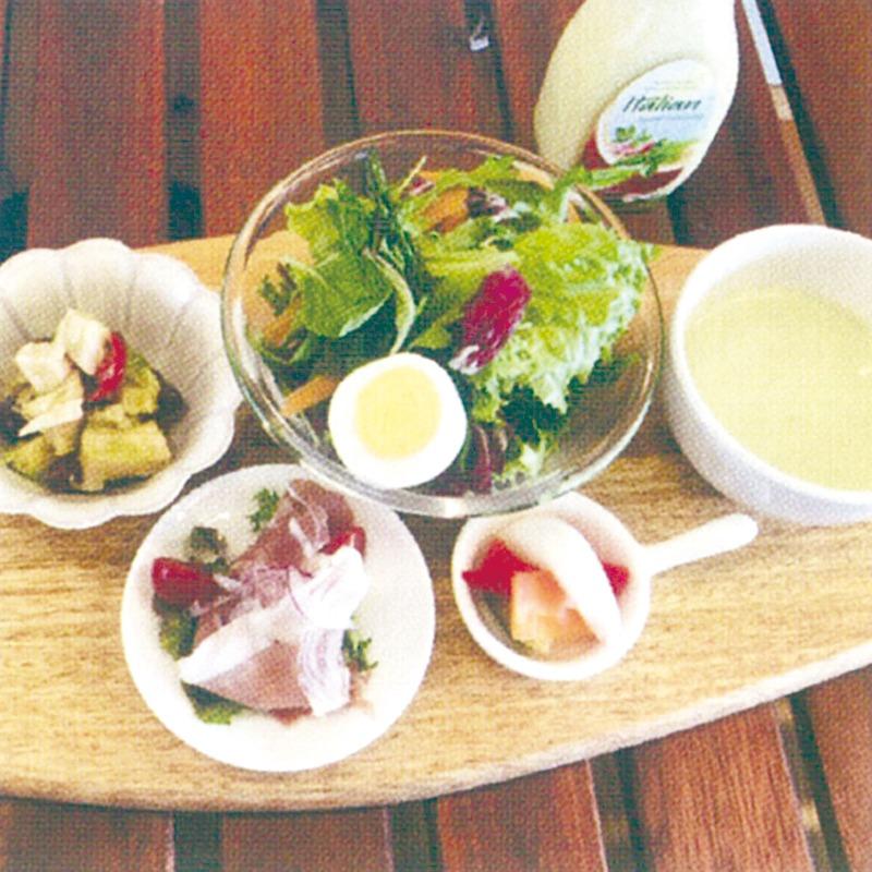"""奈良っこNarakkoおすすめ。OHSHIMA 奈良鹿野園 ⁄オオシマ。一般OK!パンを楽しむ短大ランチ。京都城陽市の有名ベーカリー大志万が、奈良佐保短期大学内にレストランをオープン。学生以外の一般人も利用できる。食べ放題のこだわりパンに、サラダとスープ、肉や魚のランチを、素敵な空間で楽しんで。奈良市レストラン。タロット占いの店 古墳のあたま。奈良市に自分を知る空間が誕生!近鉄奈良駅から西へ、地図上で開化天皇陵の真上にあるから「古墳のあたま」。タロットと星を使い『自分を生きる』ことを大切にした鑑定で喜ばれている。""""答えは私の中にある""""ことを気づかせてくれる店だ。"""