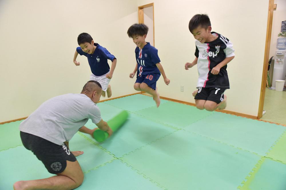 キッズクラス/ 成長期を迎える小学生向け。運動が苦手な子も楽しく取り組める。