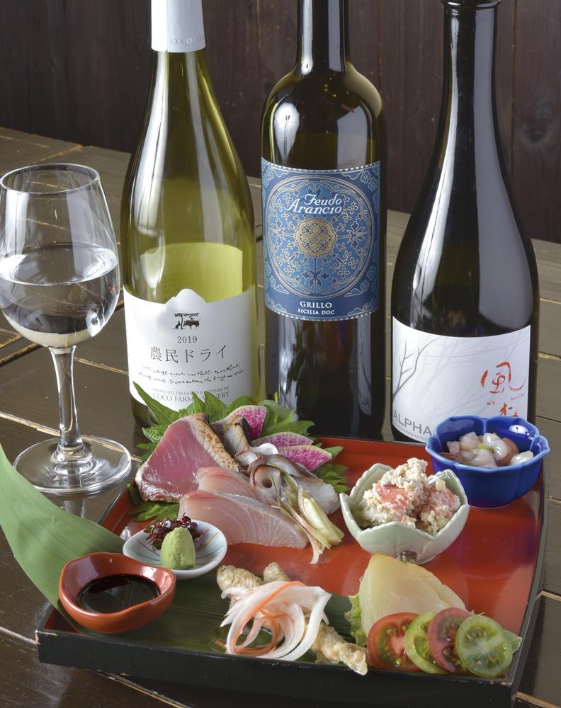 おまかせ膳例(造り3種盛、蛸わさ、根菜白和え、カジキマグロのスモーク、ワカサギのエスカベッシュ)